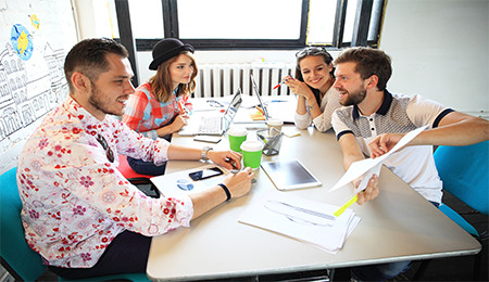 Coworking-individuals-in-working-space